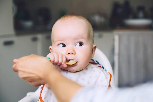 Baby eating food - JConnelly Blog - FOOD Baby Craze Three Tips to Building a Successful Baby Food Brand